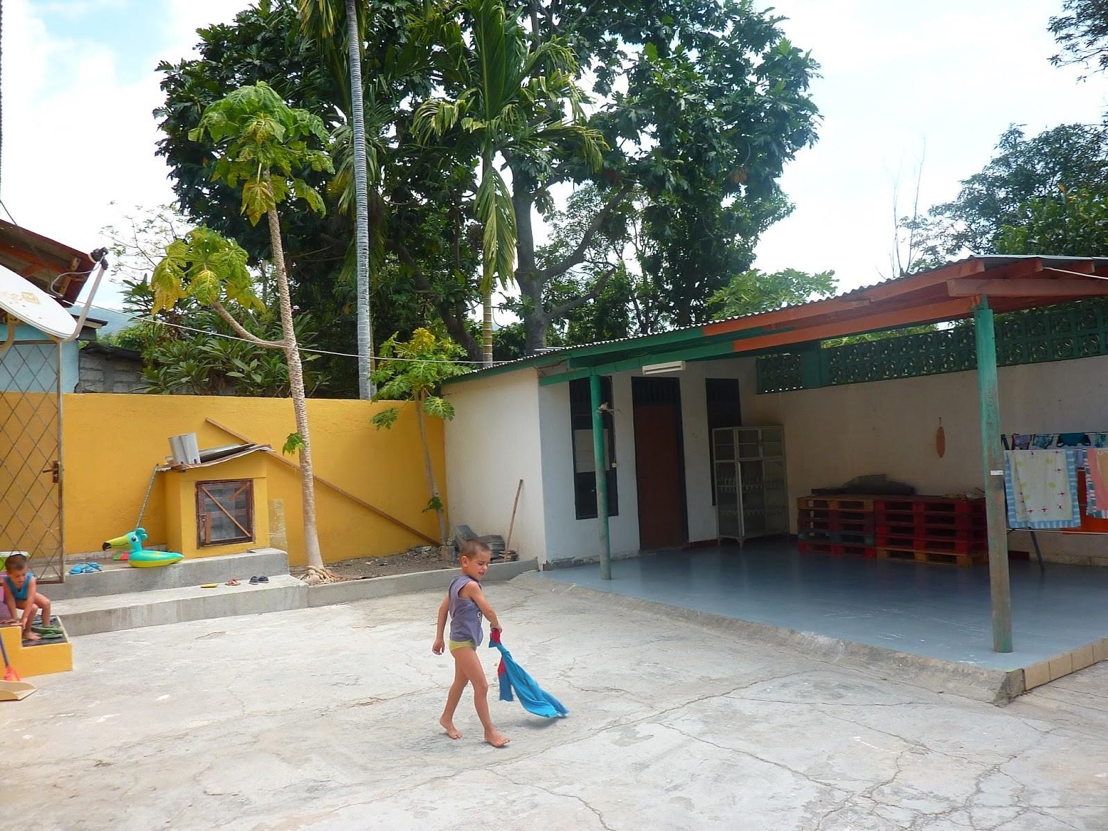 Estava a aterrar em Timor Leste depois de uma escala em Singapura desafiante juntem jetlag crian§as pequenas jetlag quarto alugado no airbnb
