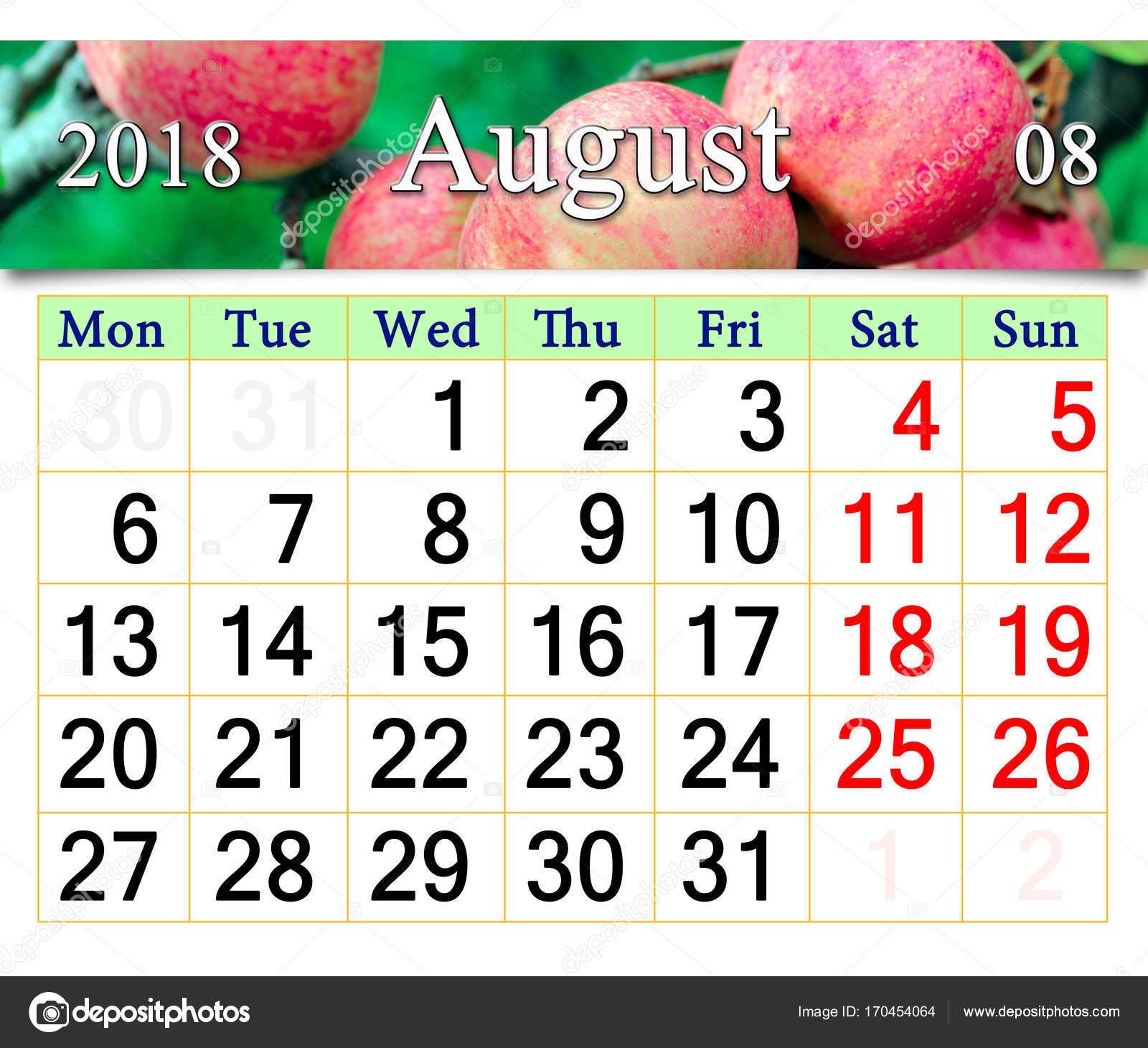calendario para el a±o 2018 con manzanas en la rama de agosto — Foto