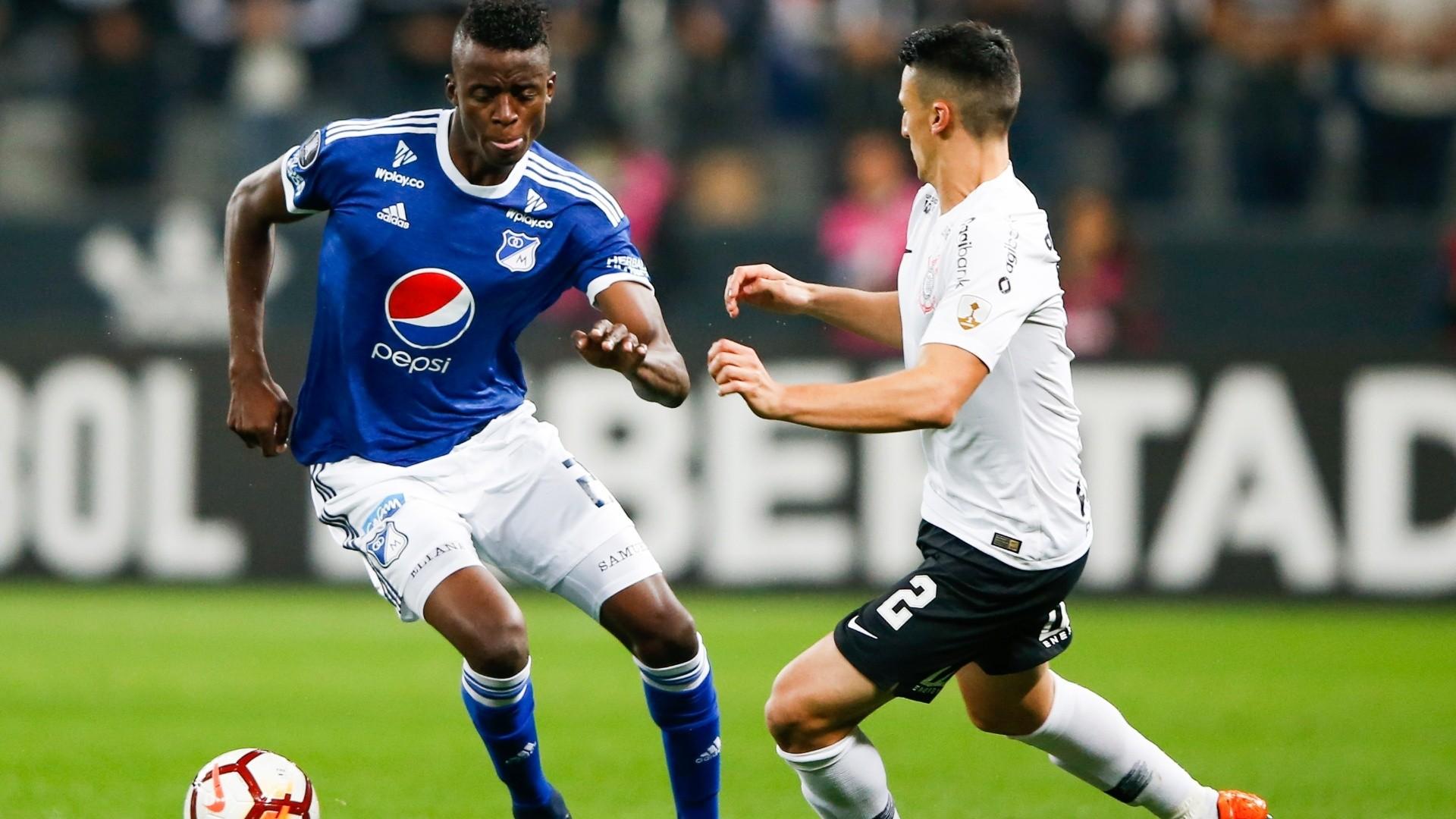 Mantuan aperta a mara§£o em Jader Valencia durante Corinthians x Millonarios na Copa Libertadores
