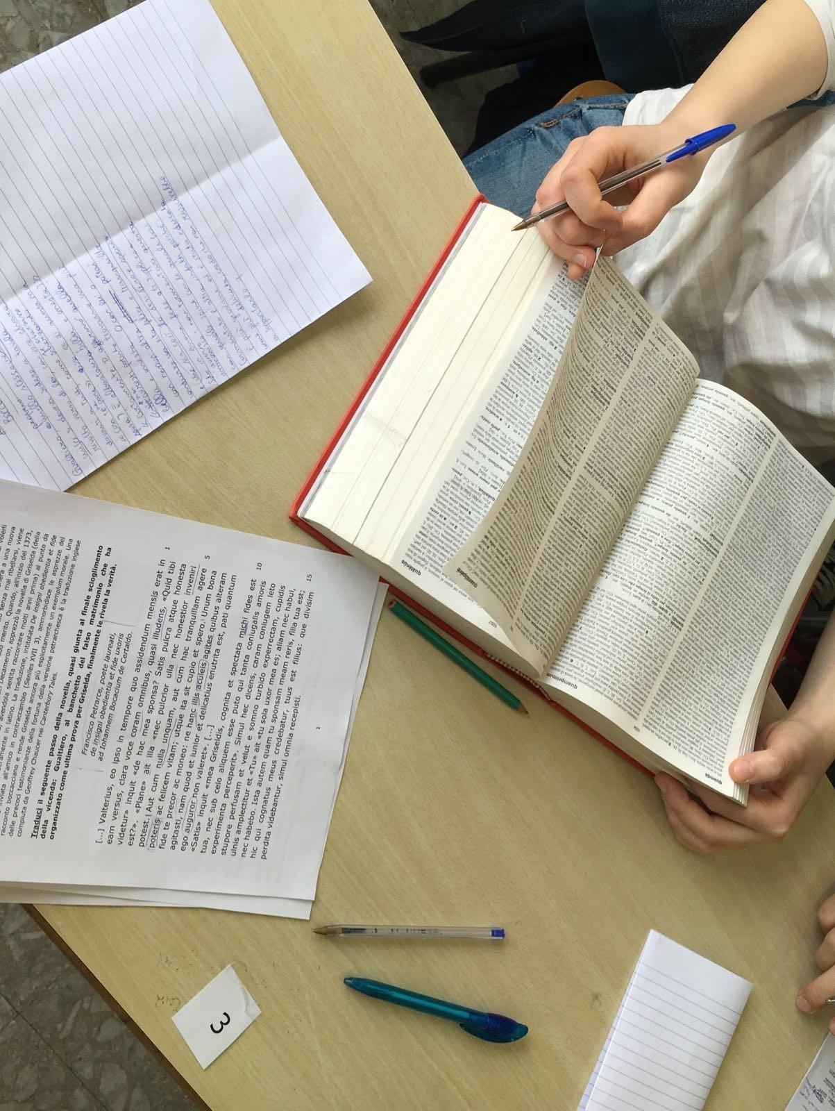 oltre cento studenti hanno deciso di partecipare e si sono cimentati nella traduzione di brani che hanno ridato vita all antica modernit del latino