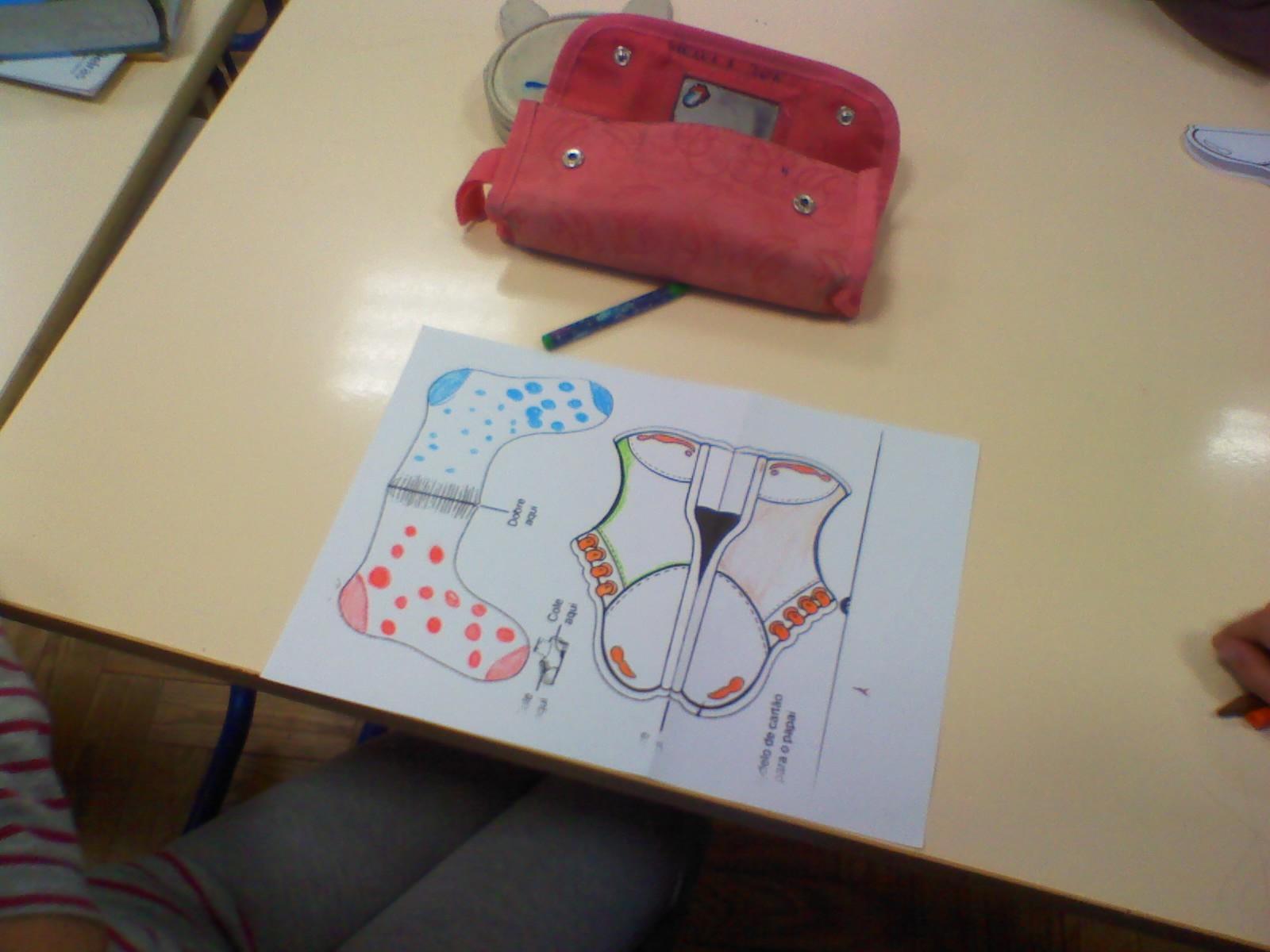 Durante a semana estivemos a elaborar cartµes para o Dia do Pai nas aulas de EMRC Este cart£o sapato tem agradado muito os alunos que se tªm divertido a