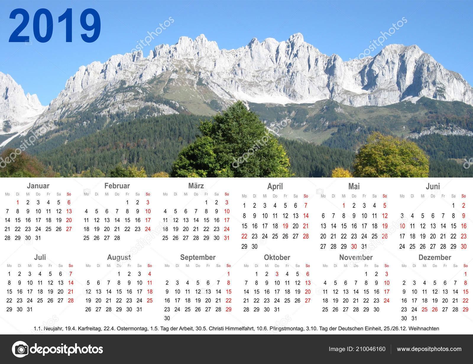 Calendário Anual 2019 Paisagem Montanha Acima Marca§µes Feriado Listagem — Fotografia de Stock