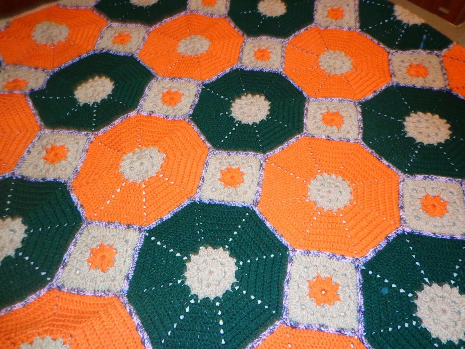 Hola a todos por acá otra vez con una nueva manta al crochet con forma hexagonal y cuadrados tejida totalmente en lana para que resulte más calentita