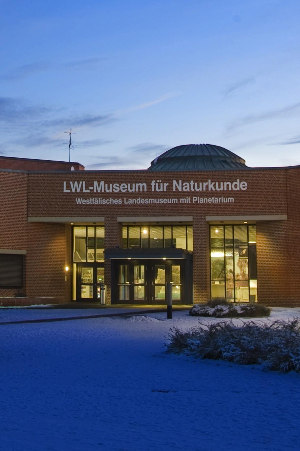 Herzlich willkommen im Planetarium Unendlich viel zu entdecken gibt es im Planetarium in Münster Im Sternentheater erwarten Sie der ganze Kosmos und