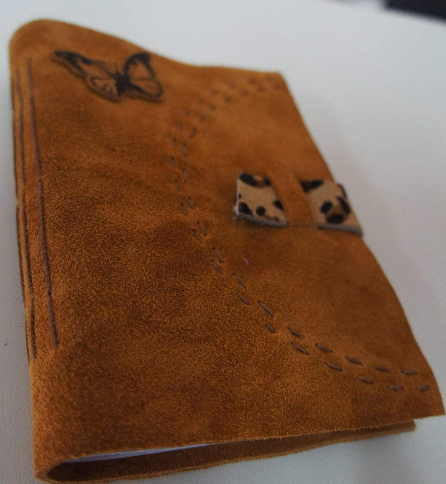 Caderninho de couro