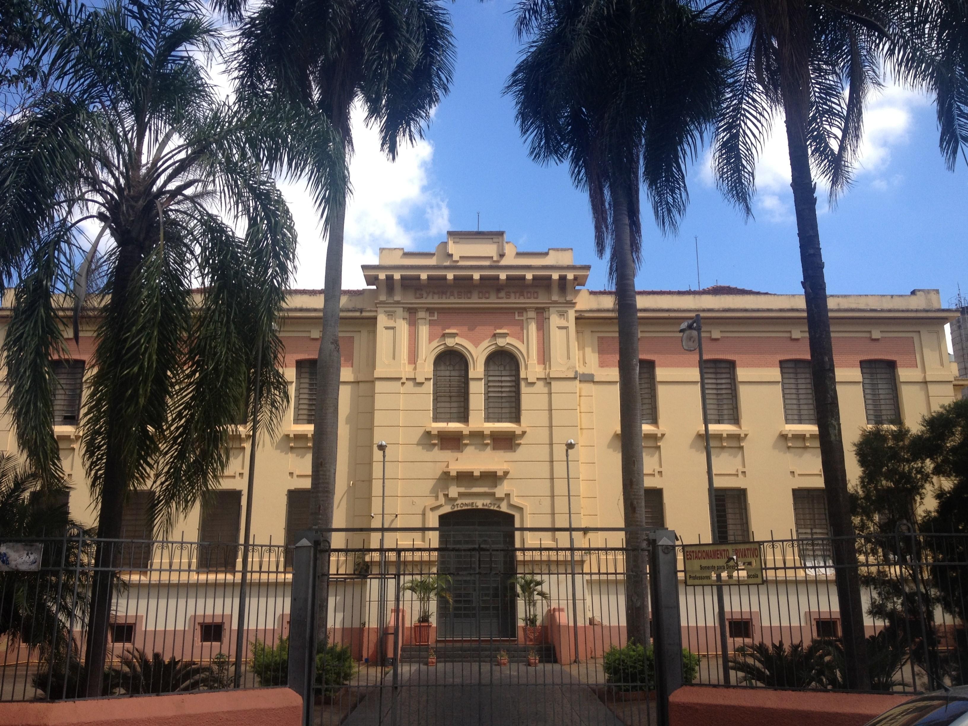 O Gymnasio do Estado hoje Escola Estadual Otoniel Mota fundado em 1907 foi o primeiro colégio do interior de S£o Paulo e o terceiro do Estado