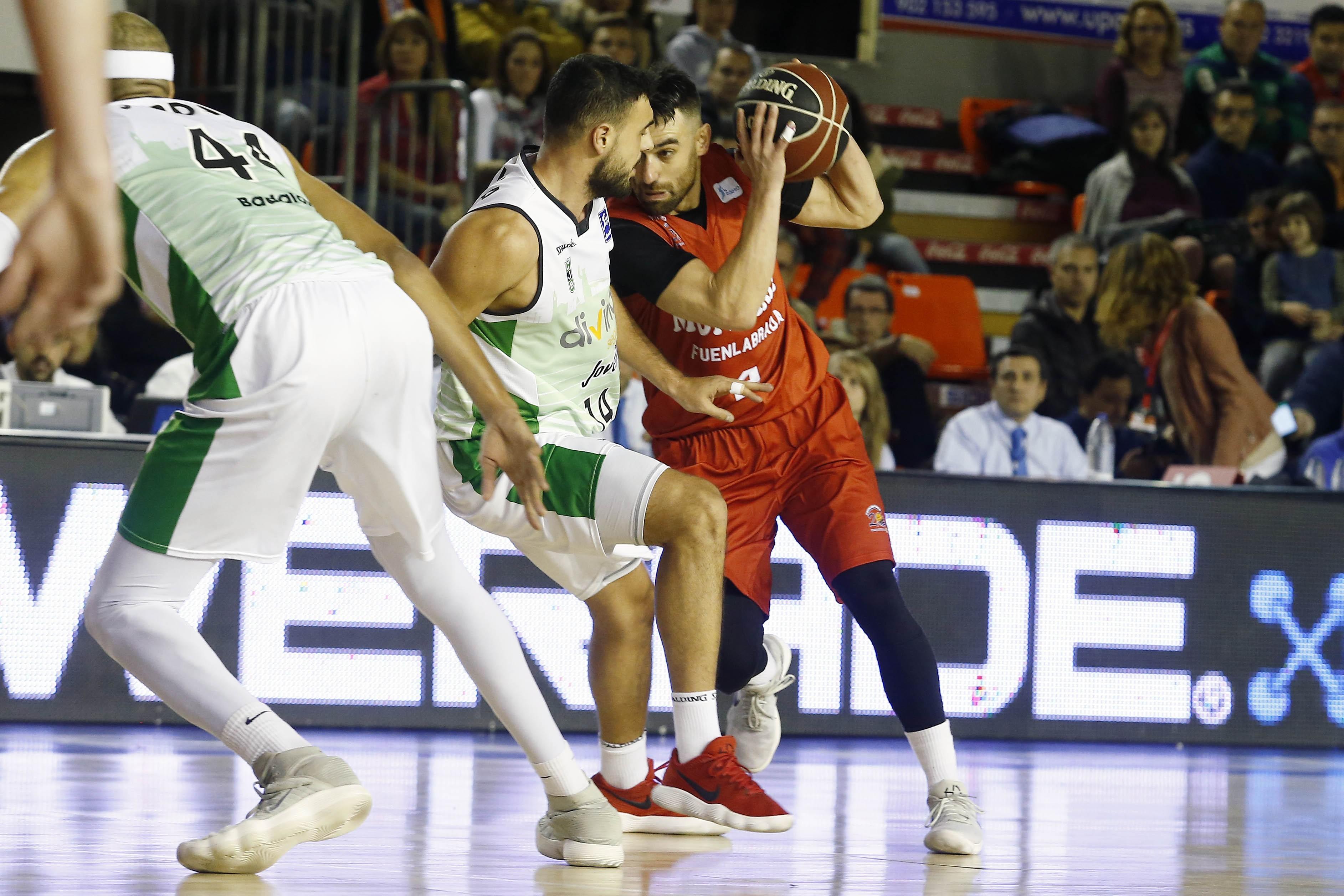 Estudiantes vence al Valencia Basket en un igualado partido el