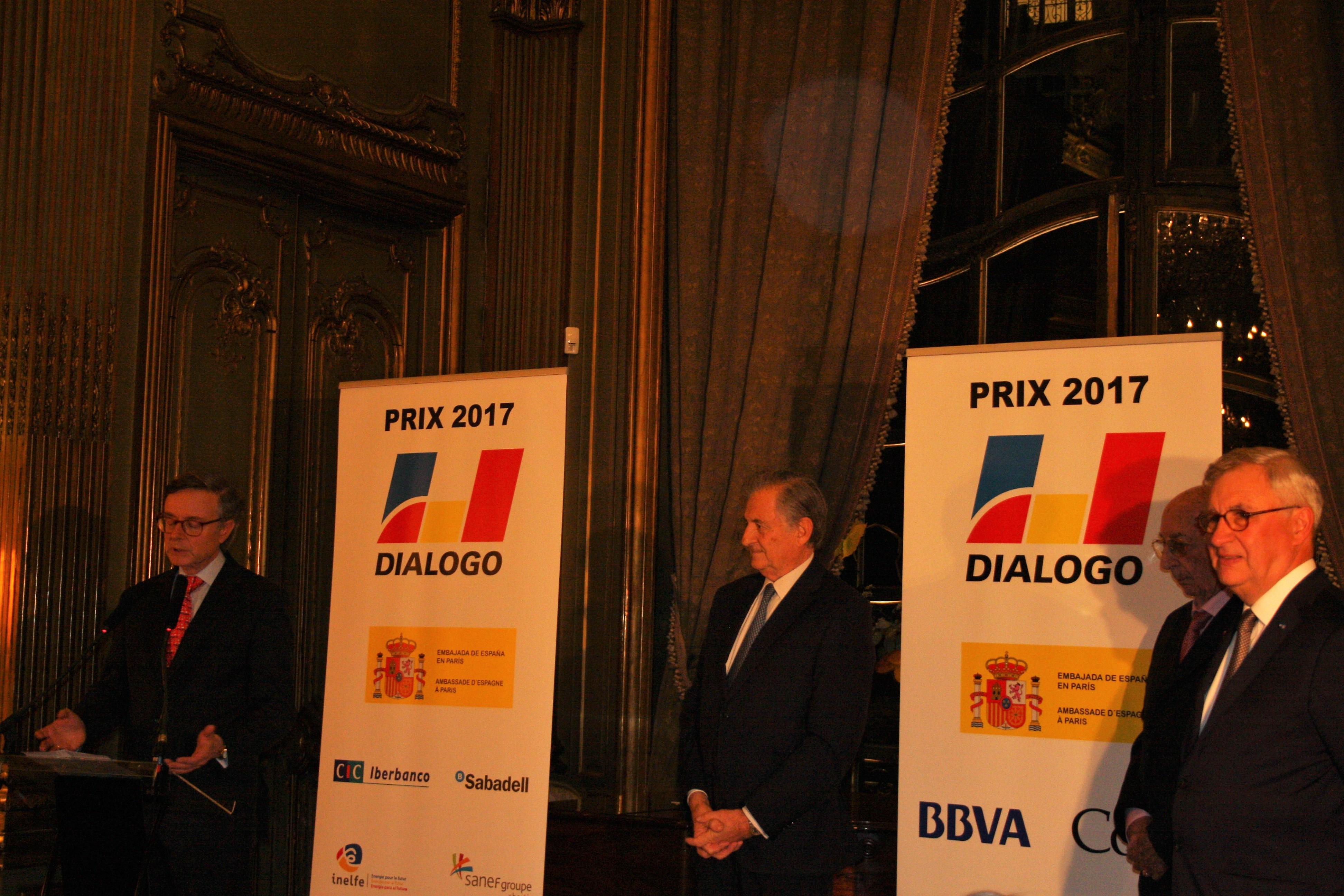El Embajador espa±ol Fernando Carderera y la Asociaci³n Diálogo Francia entregan el Premio Diálogo Francia 2017 otorgado al Instituto de Estudios Hispánicos