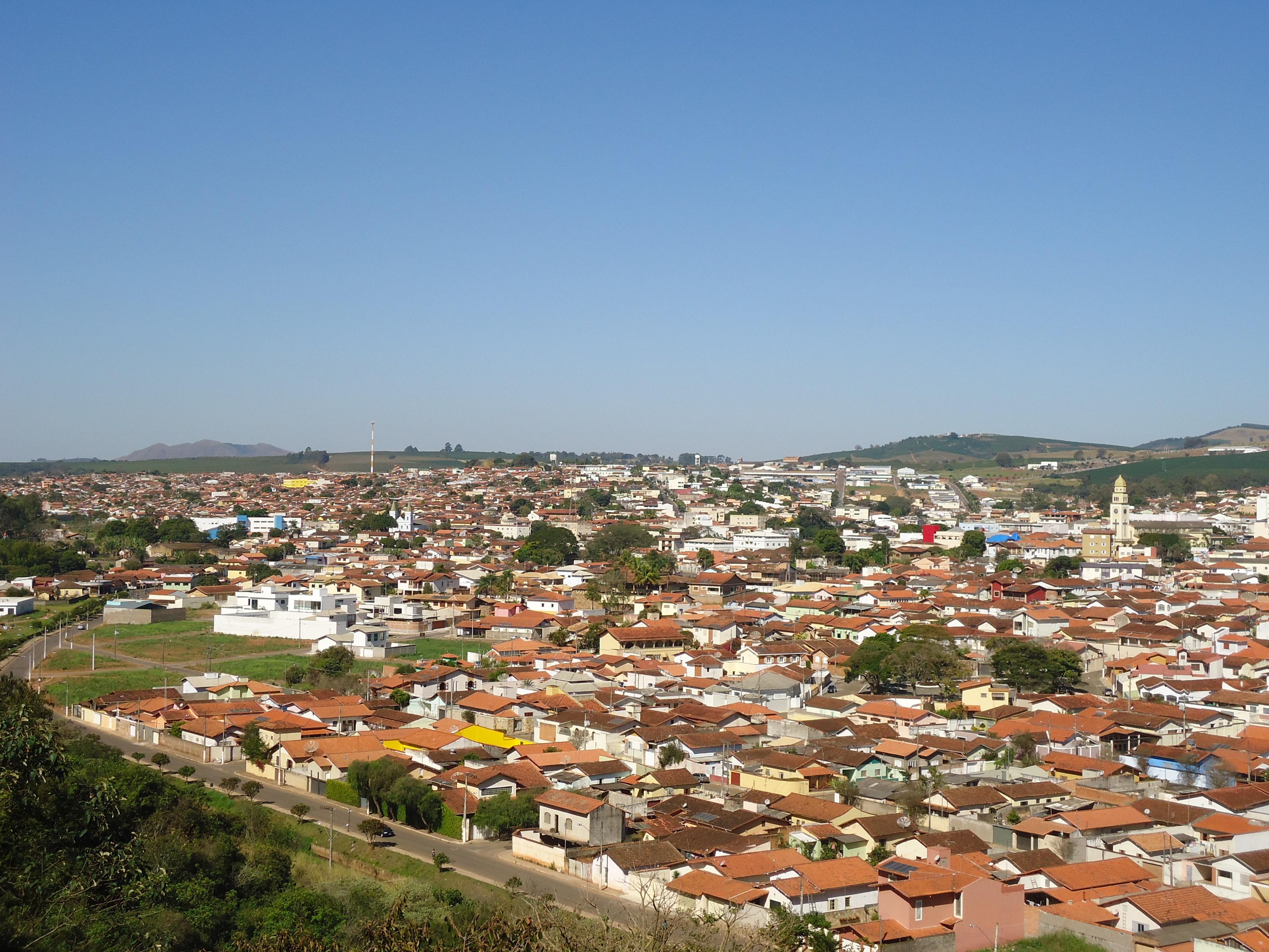 Cidade de Três Pontas e serra JPG