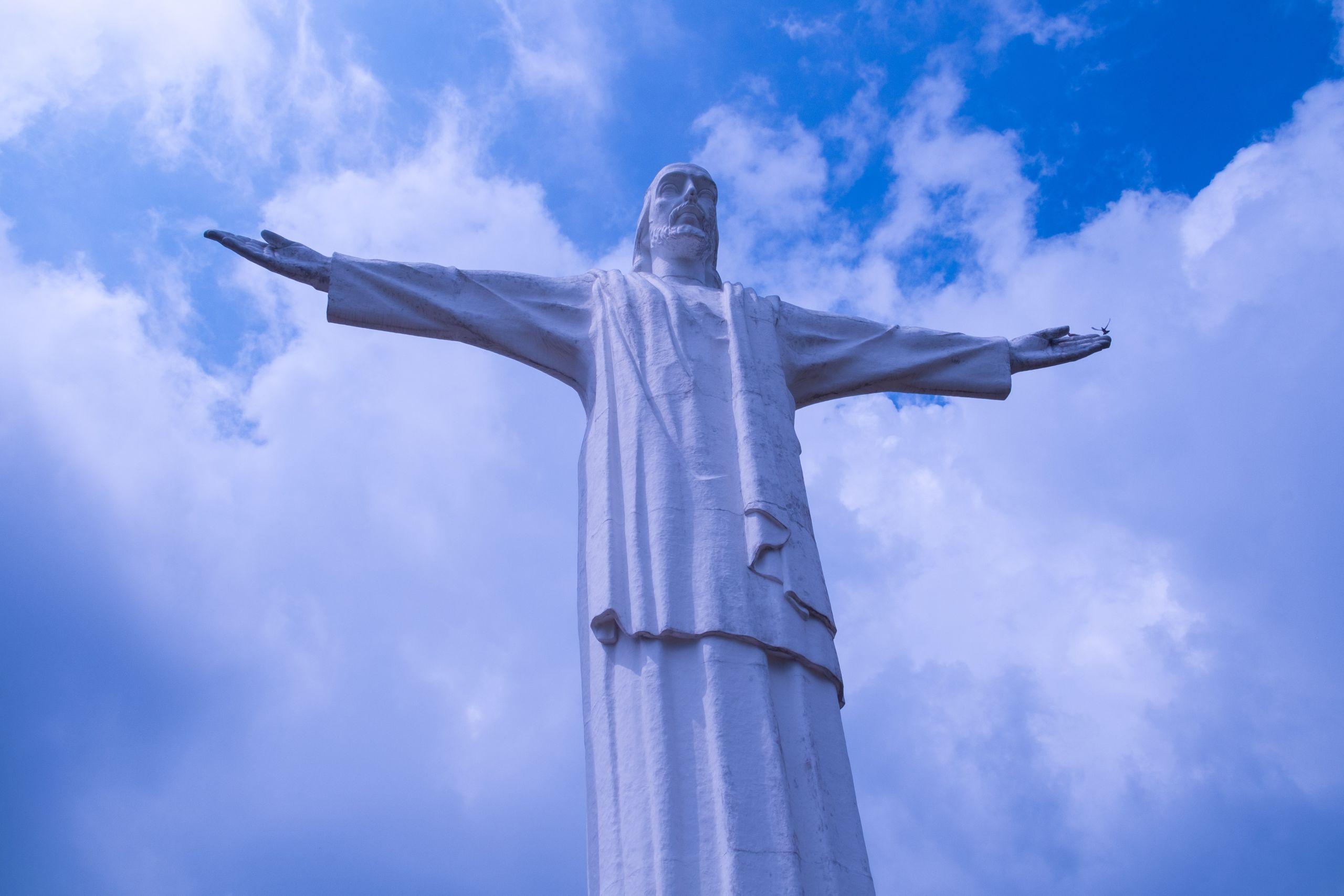 Estatua de Cristo Rey Cali Colombia