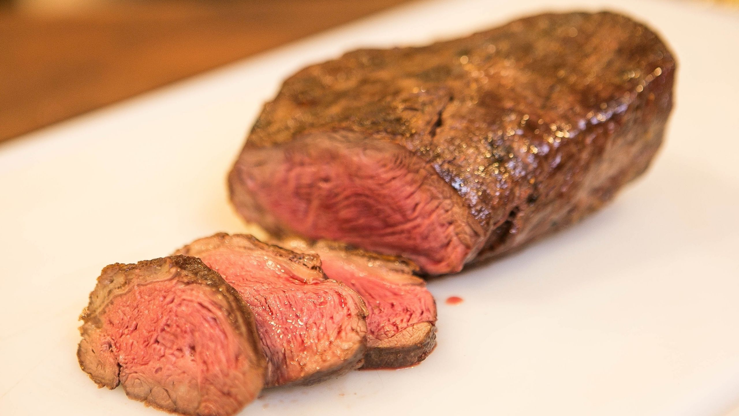 a carne bovina e calorica e tem colesterol de acordo a nutricionista salete brito er duas porcoes de carne vermelha por semana e o re endado tudo em excesso e prejudicial diz v2 16x9