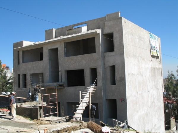 etapa de obra gris edificio de portada